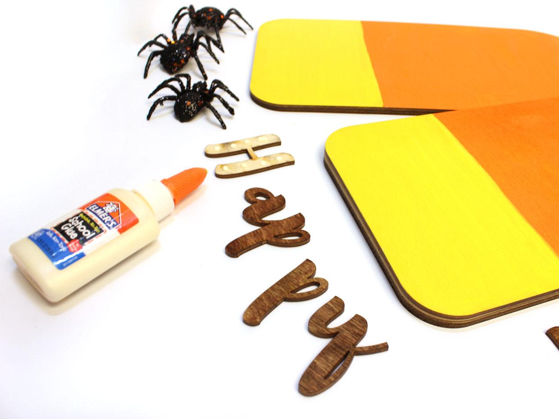 Halloween Door Tag Wreath - Craftcuts.com