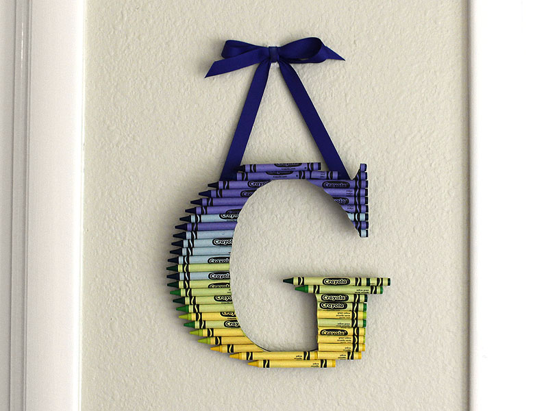 how to create an ombre crayon letter crayon monogram craftcutscom