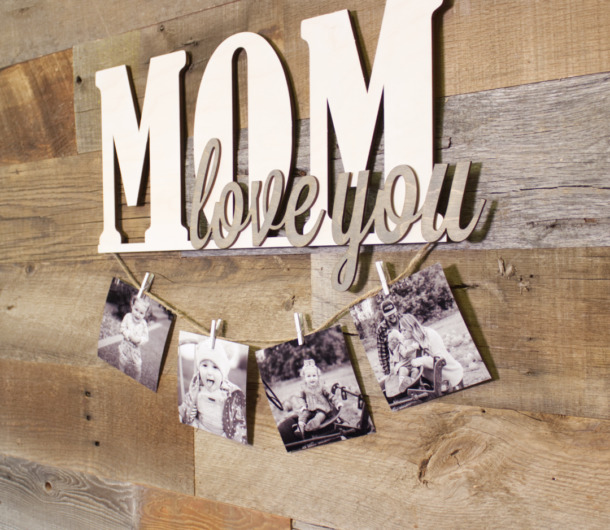 Mother/'s Day Gift Wood Home Decor This is Us Wood Sign Personalized Gift Farmhouse Home Decor Wooden Sign Gift for Mom New Home Gift